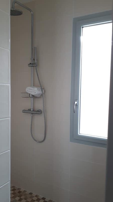 Douche à l'italienne location saisonnière à Jonzac