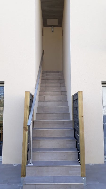 Accès rampe et escalier location proche des thermes de Jonzac