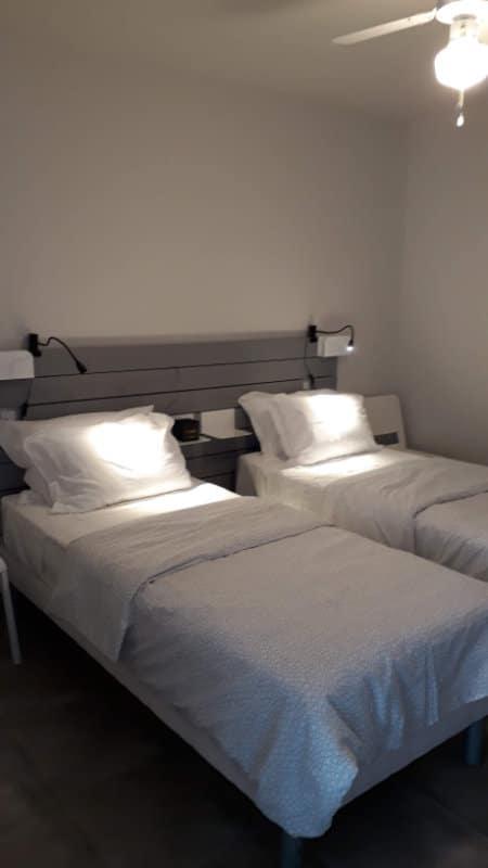 Chambre avec lits séparés hébergement cure thermale Jonzac