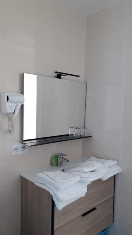 Meuble vasque hébergement de vacances à Jonzac