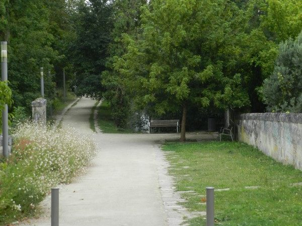 Chemin piétonnier paysager Jonzac