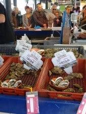 Huîtres au marché couvert