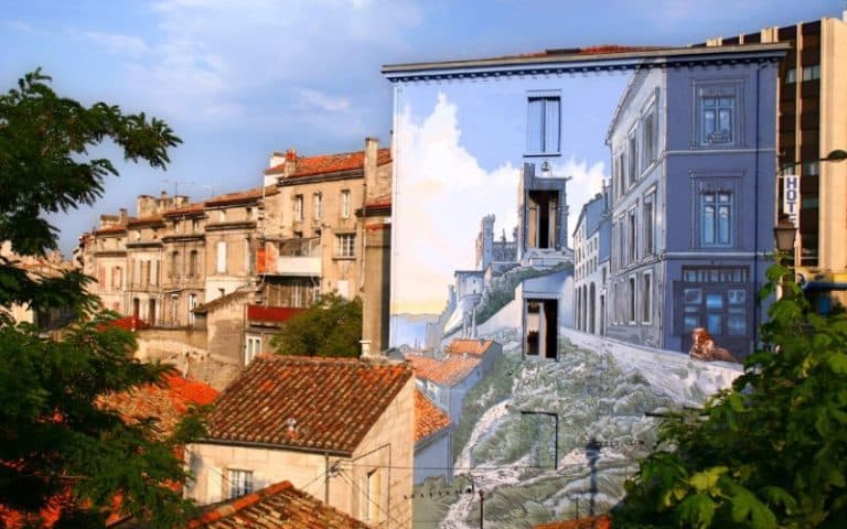 Façade peinte et remparts à Angoulême