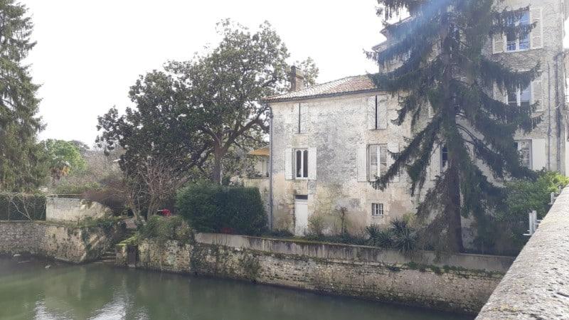 Maison en bord de Seugne au centre de Jonzac