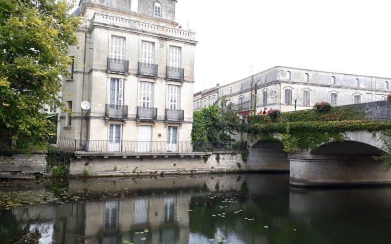 Le pont de pierre à Jonzac