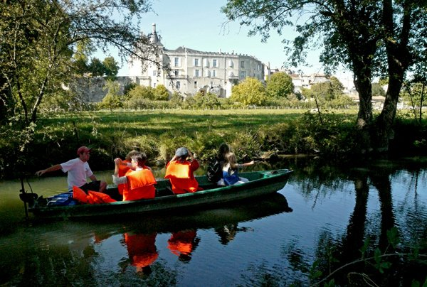 Balade en barque sur la Seugne à Jonzac