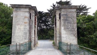 Pont-levis en sortie du bourg de l'île d'Aix
