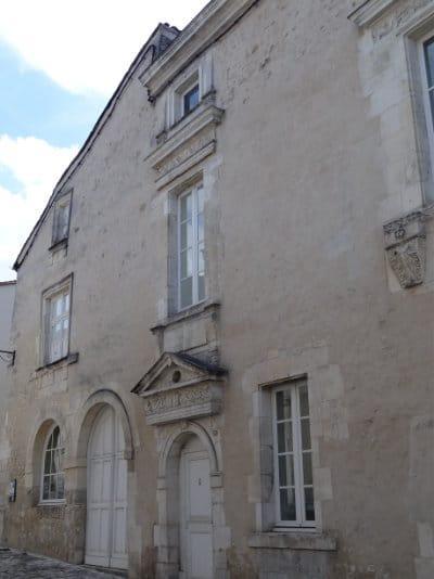Façade d'une maison en vieilles pierres à Cognac
