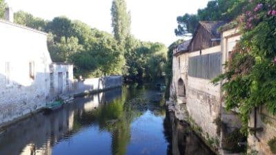 Ancienne tannerie sur la rive droite de la Seugne à Pons