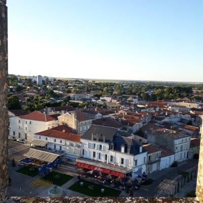 Vue du bourg de Pons depuis son donjon médiéval