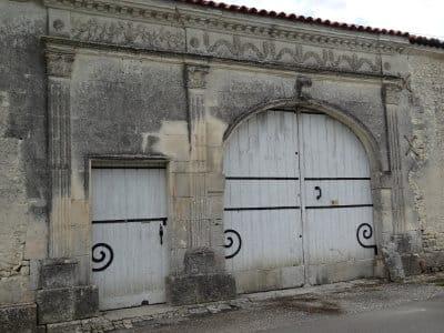 Porche typique des demeures des Charentes