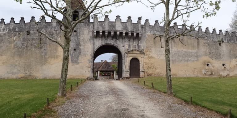 Porche d'entrée du logis Garde Epée près de Saint-Brice en Charente
