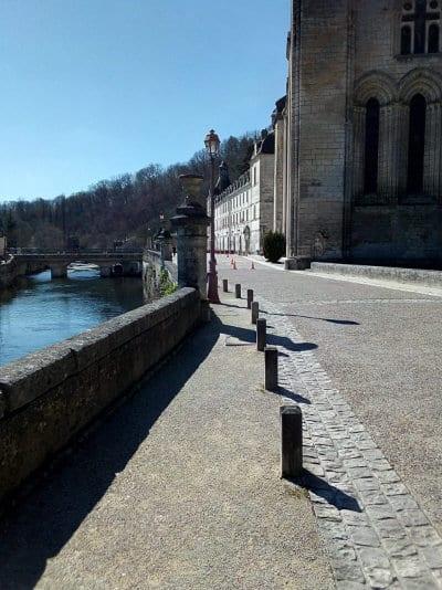 Parvis de l'abbaye de Brantôme