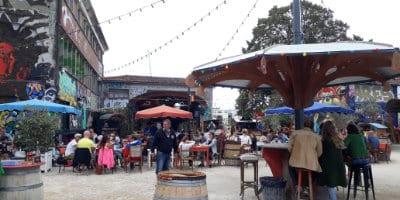 Bar éphémère en été au Gabut